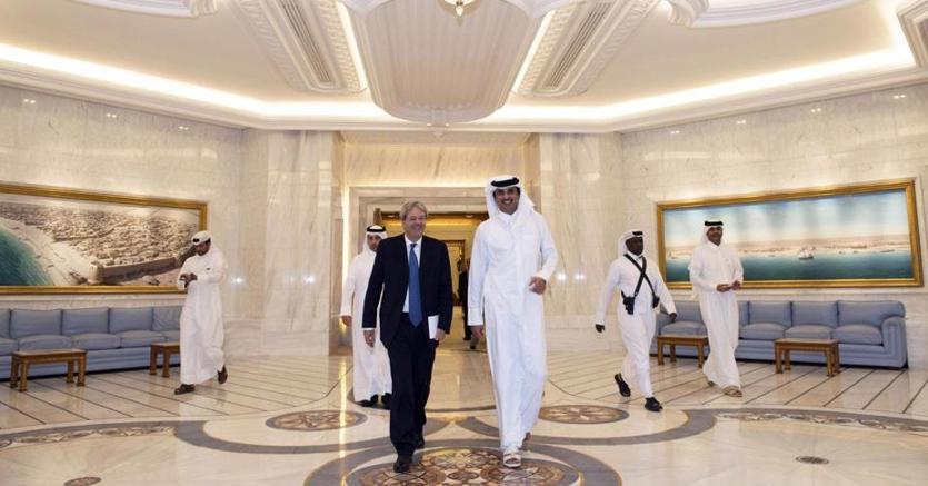 Nella foto il premier Gentiloni in visita in Qatar